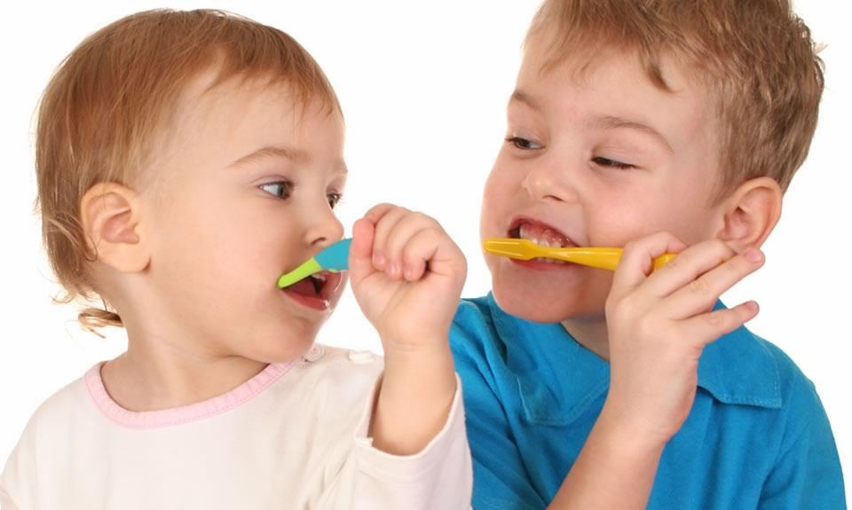 Centre Dental Cise - Cepillado de dientes de los más pequeños